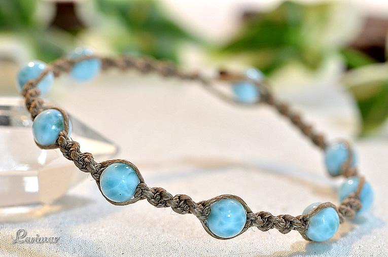 カリブ海の宝石ラリマーのシンプルでおしゃれなデザインのマクラメブレスレット