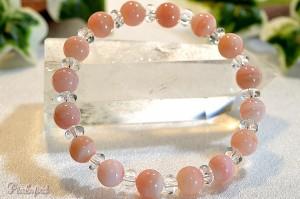 ピンクオパールと水晶ボタンのブレスレット