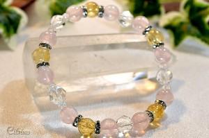 シトリン・ローズクォーツ・スターカット水晶にきらきら光るメタルパーツを使用したブレスレット