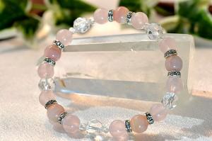 ピンクオパール・ローズクォーツ・スターカット水晶を使用しキラキラ光るメタルパーツを組合わせたブレスレット