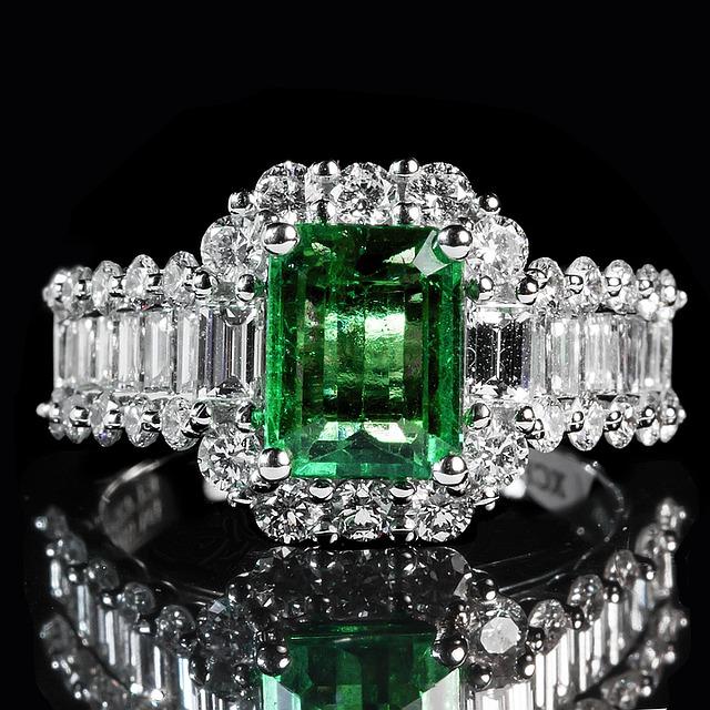 emerald-1137413_640